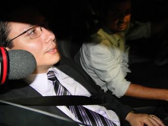 Promotor do caso Eliza Samudio, Henry Wagner, chega à penitenciária na noite desta quinta (Foto: Pedro Cunha / G1)