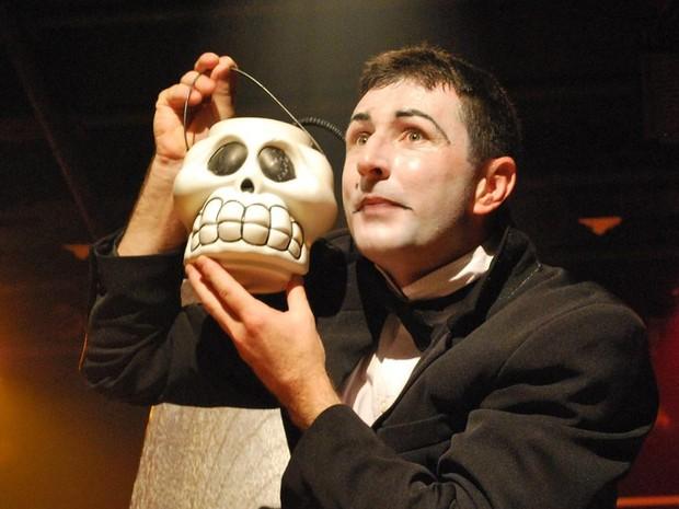 Marcelo atua, escreve peças e dirige companhia de teatro (Foto: PMSC)