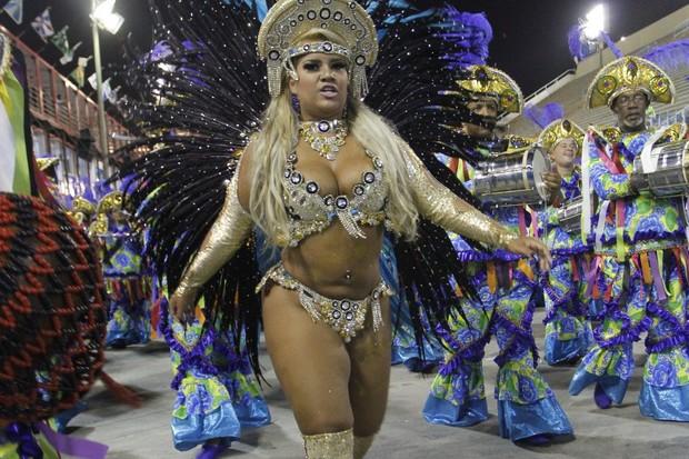 Mulher File no Rio (Foto: Marcos Ferreira / photo rio news)