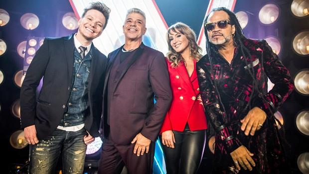 Michel Teló, Claudia Leitte, Carlinhos Brown e Lulu Santos estão na final do The Voice Brasil, no dia 25 (Foto: Globo)
