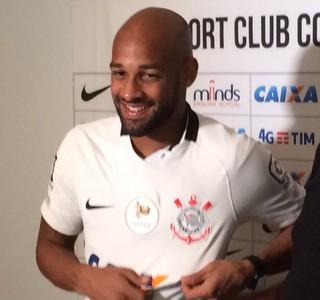 Volante Fellipe Bastos é apresentado no Corinthians: