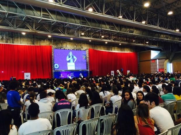 Aulão do Projeto Educação reúne três mil alunos no Feirão do Estudante, em Olinda. (Foto: Arline Lins/TV Globo)