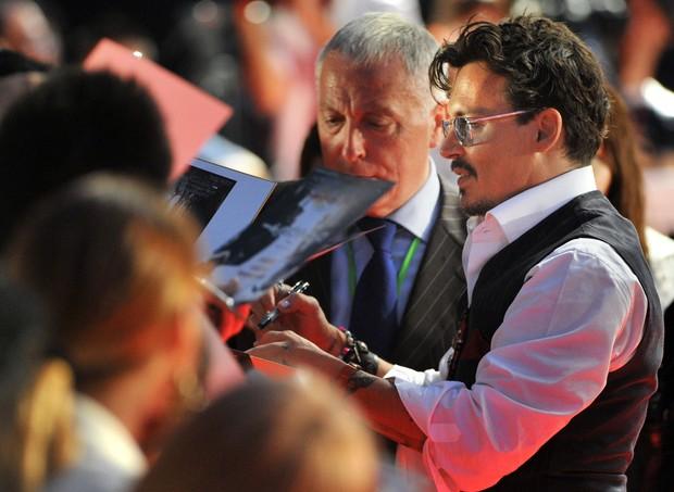 """Johnny Depp na premiere de """"O cavaleiro solitário"""" (Foto: AFP / Agência)"""
