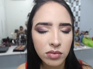 Detalhe da maquiagem para o ano novo (Foto: Juliana Barros/G1)