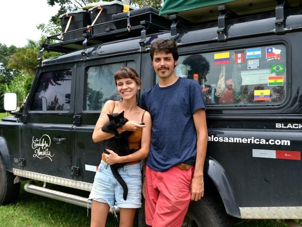 Casal chegou ao Acre há 5 dias após passar pelo Uruguai, Argentina, Chile, Bolívia, Peru, Equador e Colômbia. (Foto: Quésia Melo/G1)