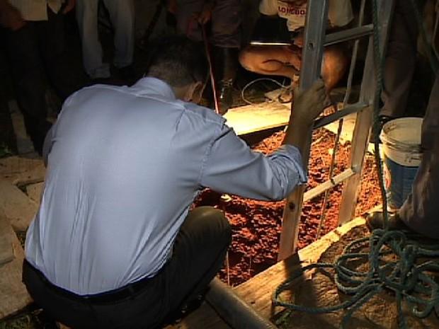 Corpo foi encontrado em uma fossa de uma chácara no Barreiro, em Taubaté. (Foto: Reprodução/TV Vanguarda)