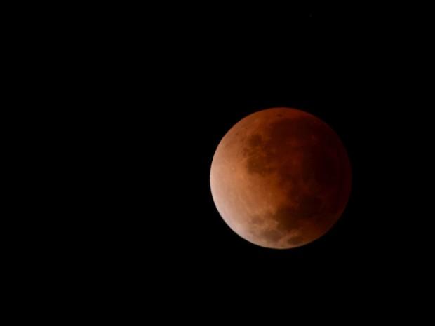 Misael Bandeira, de Candelária (RS), ficou acordado até mais tarde para registar a Lua de Sangue (Foto: Misael Bandeira/VC no G1)
