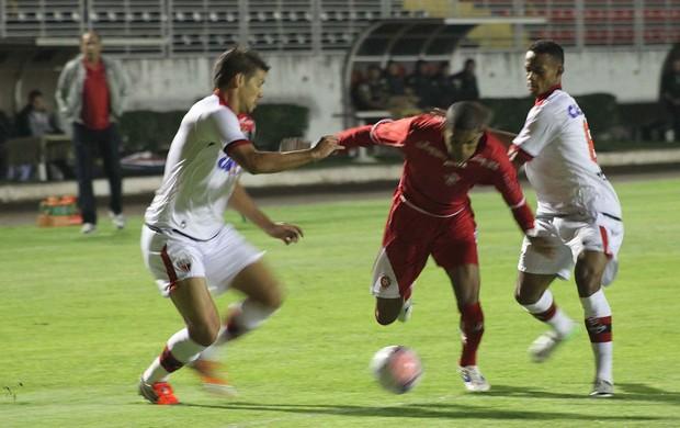 Boa Esporte x Atlético-GO (Foto: Pakito Varginha/Agência Estado)