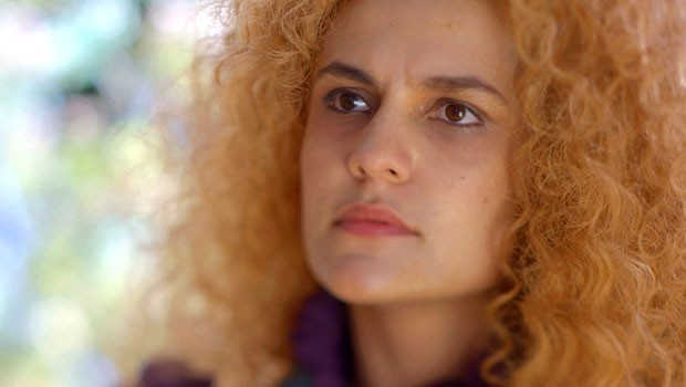 Ela fica firme, sem se abalar (Foto: Meu Pedacinho de Chão/TV Globo)