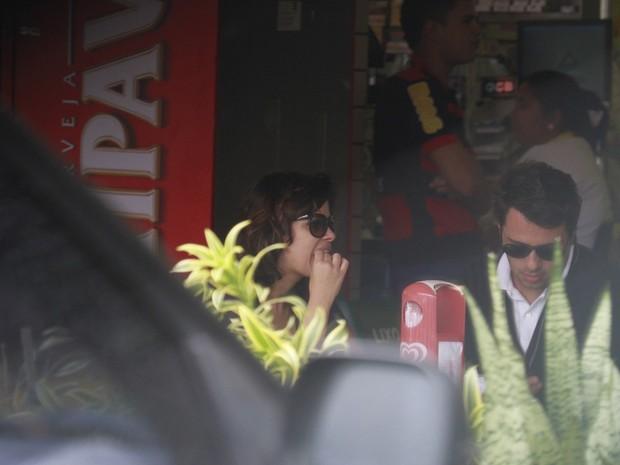 Vanessa Giácomo e namorado almoçando (Foto: Dilson Silva / Agnews)