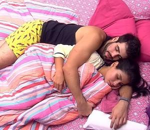 Laham e Munik dormem juntos (Foto: BBB)