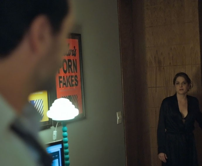 Carolina dá flagra em Alex (Foto: TV Globo)