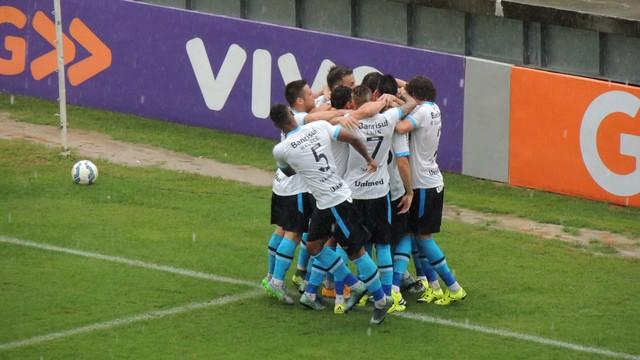 Grêmio vence o Joinville e termina o Brasileirão 2015 em 3º