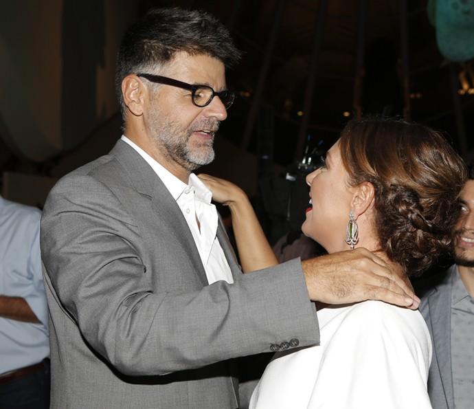 O diretor artístico Luiz Fernando Carvalho conversa com Fabíula Nascimento (Foto: Fábio Rocha/Gshow)