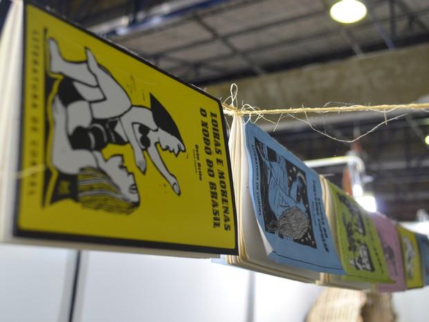 Cordel é vendido no Salão de Artesanato da Paraíba (Foto: Krystine Carneiro/G1)