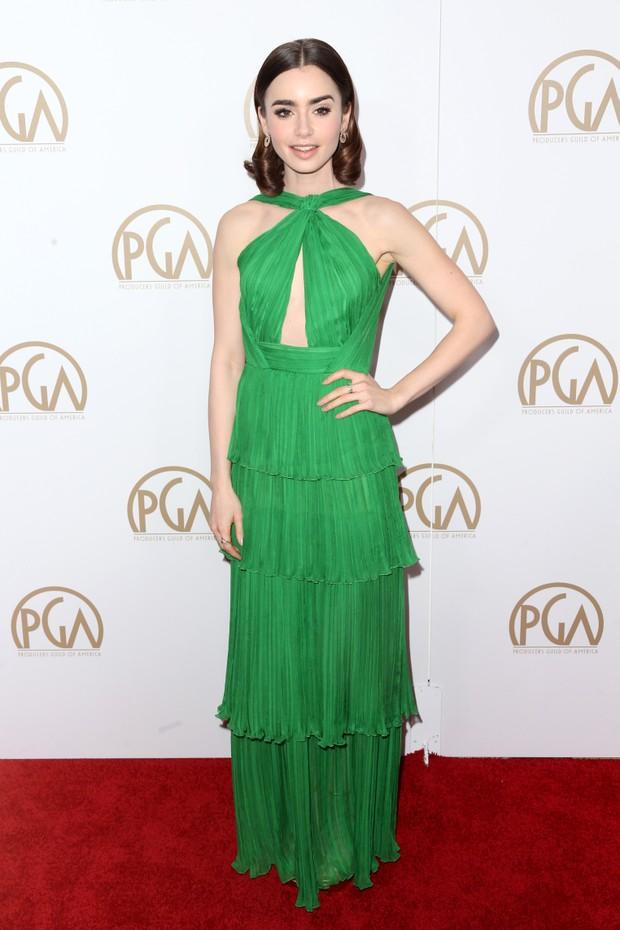 Lily Collins em premiação em Los Angeles, nos Estados Unidos (Foto: Frederick M. Brown/ Getty Images/ AFP)