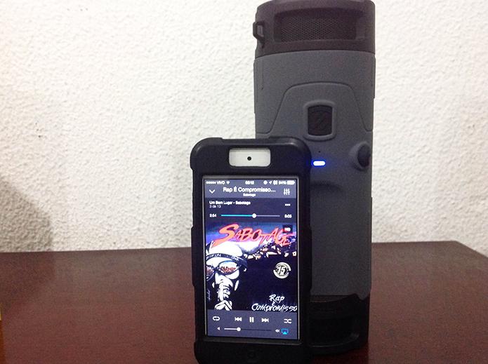 Testamos a boomBOTTLE com um iPhone 5 e a caixa de som foi aprovada (Foto: Diego Sousa/TechTudo)