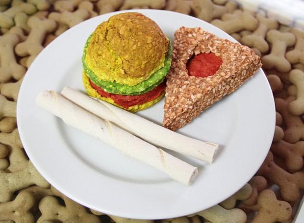 Couro bovino em formato de pizza e hamburguer  (Foto: Divulgação)
