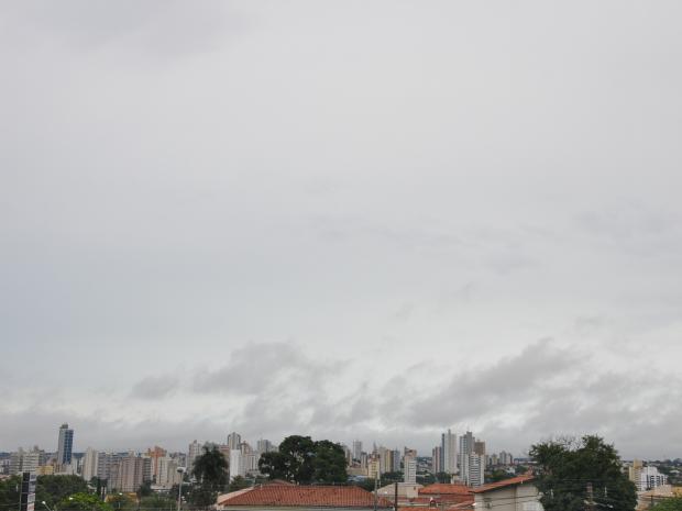 Céu de Campo Grande nesta tarde segunda-feira (22) (Foto: Adriel Matos/ G1 MS)