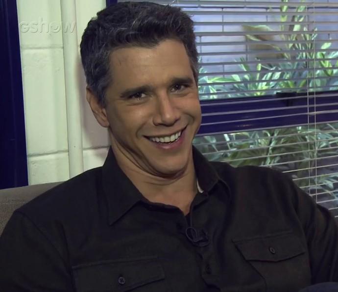 Marcio Garcia responde a perguntas nos bastidores (Foto: Gshow)