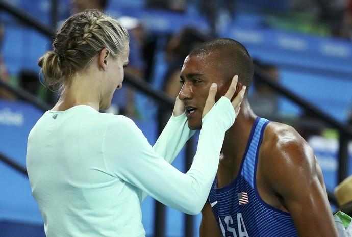 Ashton Eaton e sua Brianne Theisen-Eaton após ganhar medalha de ouro (Foto: Reuters/Lucy Nicholson)
