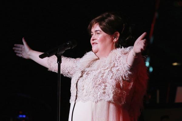 A cantora Susan Boyle durante uma apresentação recente (Foto: Getty Images)