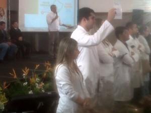 Protesto de médicos aconteceu nesta tarde, em São Luís (Foto: Alex Barbosa/TV Mirante)