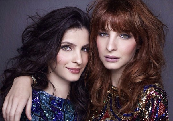 """Giselle Batista: """"Ainda acham que somos uma pessoa só"""", diz a atriz sobre sua irmã gêmea, Michelle Batista (Foto: Reprodução)"""