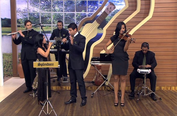 Raquel Rocha e Tiago Roseno vão encantar a sua tarde cantando clássicos que emocionam, é neste sábado (23) (Foto: Reprodução/TVCA)