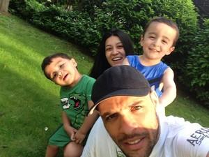 Igor Araújo com a família (Foto: Reprodução/Facebook)