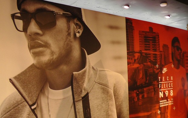 neymar vitrine loja (Foto: Claudia Garcia)