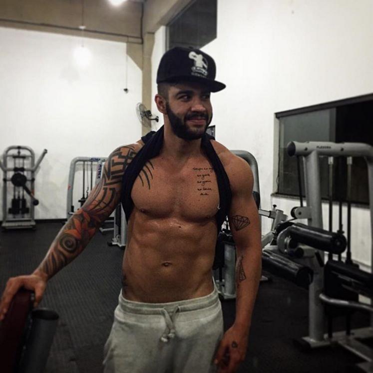 Gusttavo Lima malha o corpitcho até na madrugada (Foto: Reprodução/Instagram)