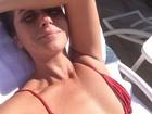 Giovanna Antonelli curte manhã na piscina: 'Sol na carcaça'