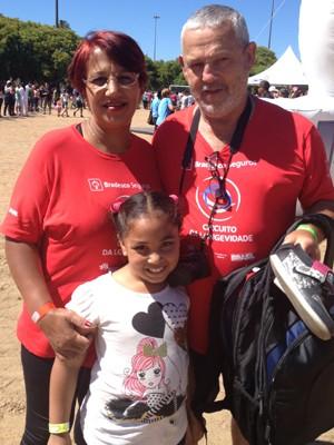 Eunice e Faustino Espíndola acompanham o programa desde o início, e cuidam da saúde da neta Luana (Foto: Regina Albrecht/RBS TV)