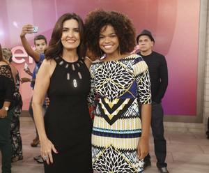 A atriz Jennifer Nascimento com a Fátima nos bastidores do 'Encontro' (Foto: Raphael Dias/Gshow)