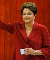 Em votação apertada, Dilma é reeleita (Paulo Whitaker/Reuters)