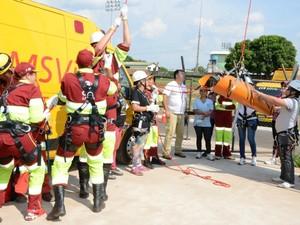 Trabalhadores durante treinamento para atuar no Serviço de Atendimento ao Usuário da BR-163 em MS (Foto: Leila Araújo/CCR)