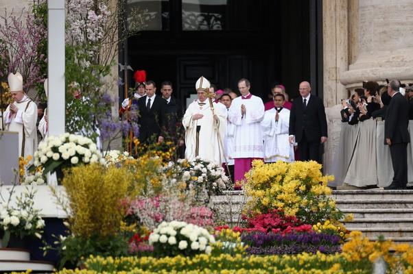 Papa pede paz na península da Coreia durante missa de Páscoa