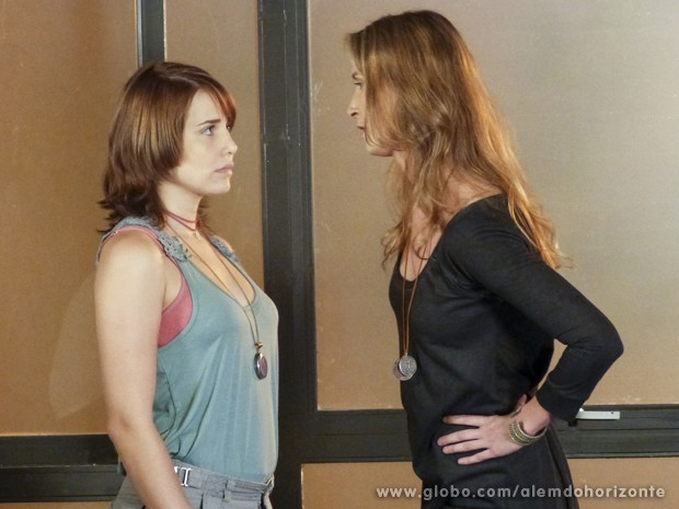 Angelique ameaça prejudicar Marlon se Vitória continuar encontrando com o biólogo (Foto: Além do Horizonte/TV Globo)