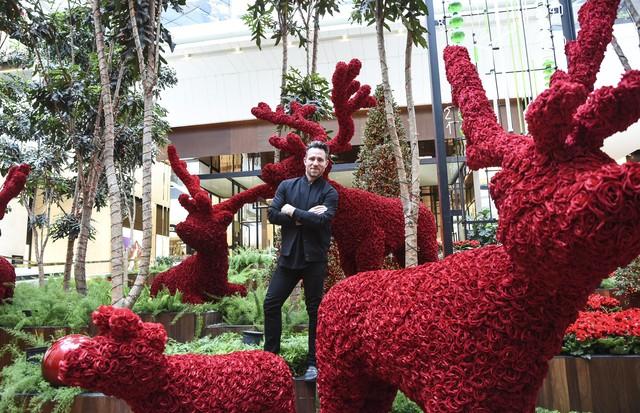 Jeff Leatham na decoração de Natal do Shopping Iguatemi São Paulo (Foto: Lu Prezia)