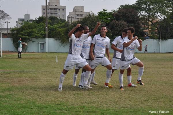 Resende comemora gol na Copa Rio (Foto: Marcio Fabian / SMG)