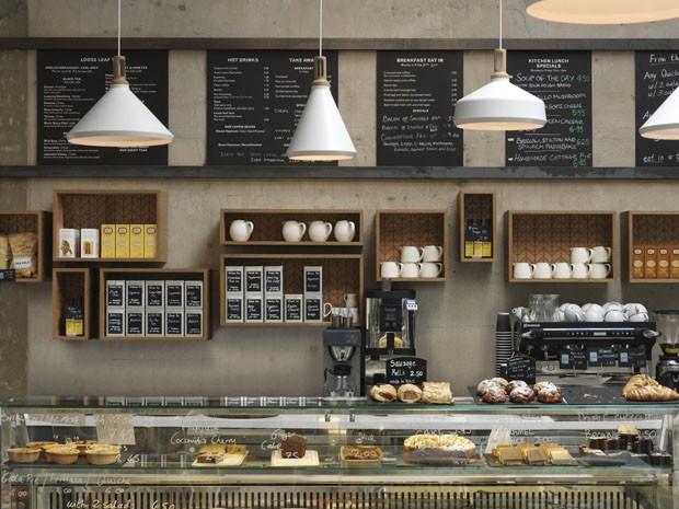 Caf Londrino Tem Decorao Inspirada No Universo Militar