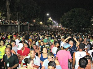 Milhares de pessoas prestigiaram festa no Japiim, Zona Sul da capital (Foto: Marcos Dantas/G1 AM)