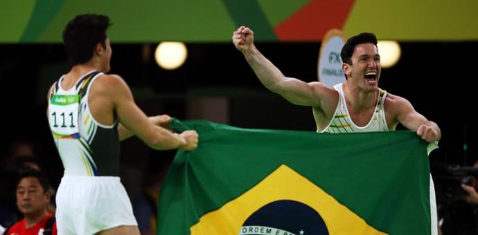 Arthur Nory, bronze, e Diego Hypolito, prata (Foto: REUTERS/Marko Djurica)