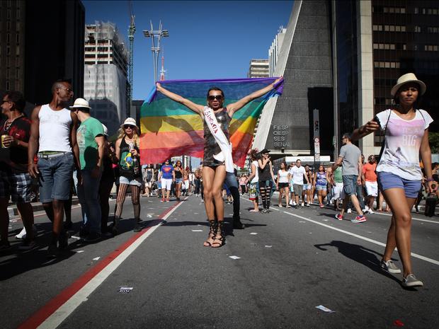 Participantes vão à 18ª edição da Parada LGBT, que acontece na Av. Paulista. (Foto: Caio Kenji/G1)