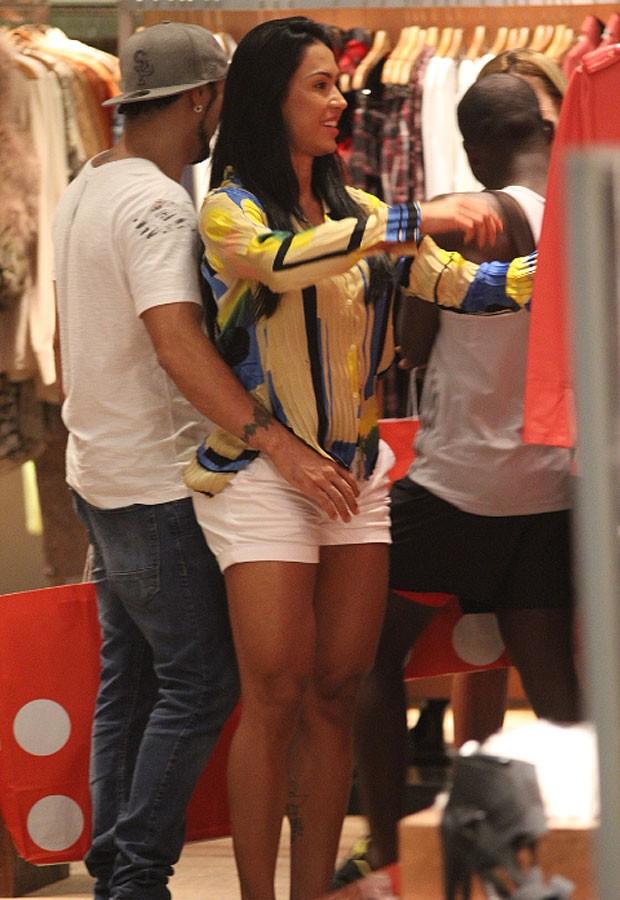 Gracyanne Barbosa e Belo (Foto: Derick Abreu/Foto Rio News)