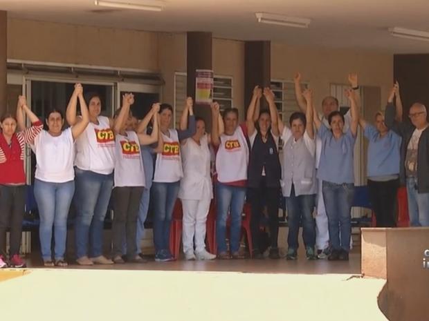 Funcionários estão em greve há 21 dias (Foto: Reprodução/TV TEM)