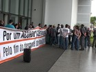 Funcionários da Petrobras fazem nova manifestação em Santos, SP
