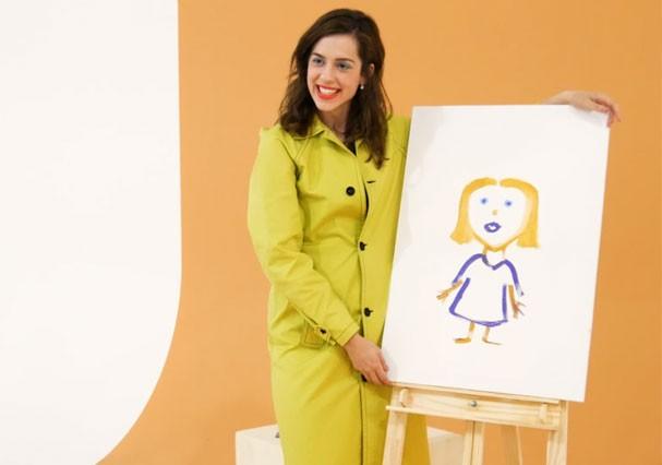 Sophia Abrahão pinta um autorretrato (Foto: Glamour)