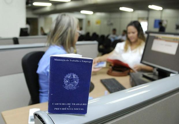 Desemprego ; carteira de trabalho ; salário-desemprego ; desempregados ; CLT ;  (Foto: Alessandro Dantas/Agência Senado)